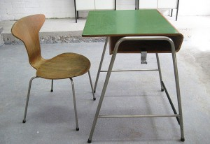 Kinderbureau van Arne Jacobsen