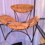 Kleine stoel van Tom Dixon, geproduceerd door Cappelini. Een schenking uit de privé collectie van Roderick Vos.