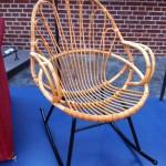 Rotan schommelstoeltje, ontwerper onbekend. Ca. 1960.