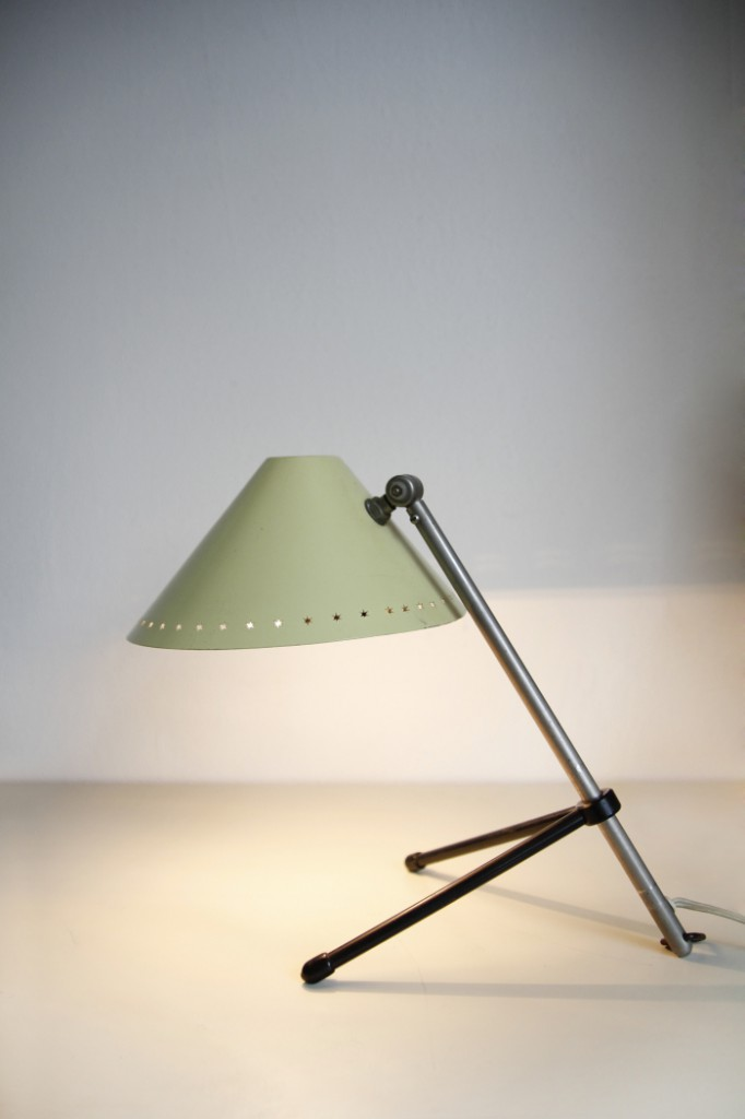 Pinokkio tafellamp van H. Busquet voor Hala, 1956. Te koop bij VanOnS, € 245