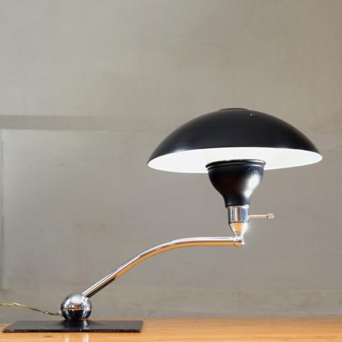 XL tafellamp Bauhaus stijl. Te koop bij Vintage Interior, € 950