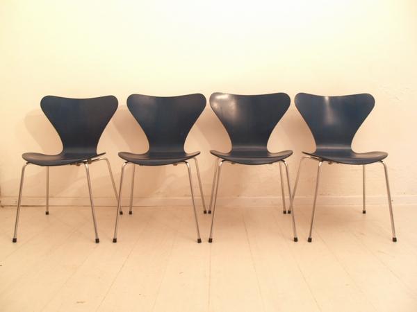 Set van 4 Vlinderstoelen van Arne Jacobsen. Te koop bij 050 Design. Prijs 595 euro.